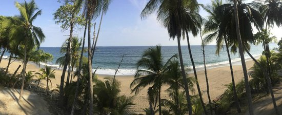 Tango Mar Beachfront Boutique Hotel & Villas : Our view from the beachfront suites