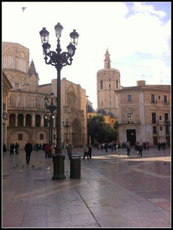 """Catedral de Valencia: Vista ocidental: 'Plaza de la Virgen"""": Porta dos Apóstolos"""