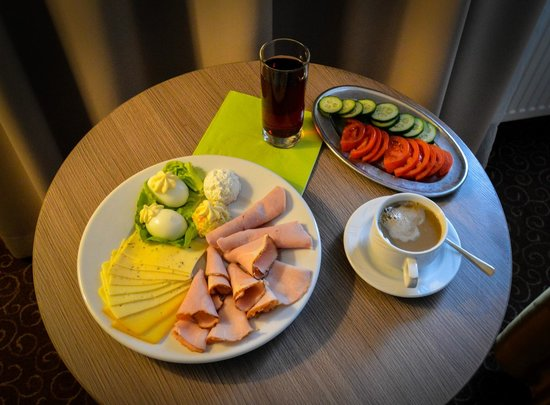 Gromada Hotel: A low carb diet breakfast