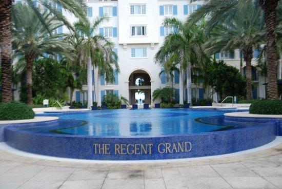 The Regent Grand: pool