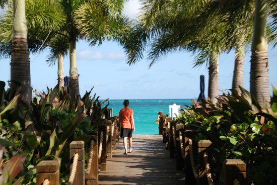 The Regent Grand: pathway to the beach