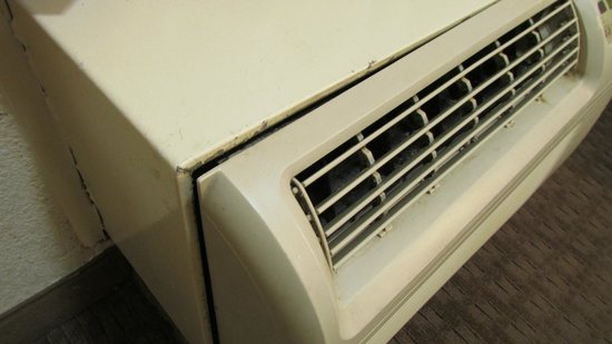 Red Roof Inn Pensacola - West Florida Hospital: Old air conditioner