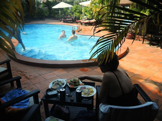 Angkoriana Hotel : Pool at The Angkoriana Siem Reap
