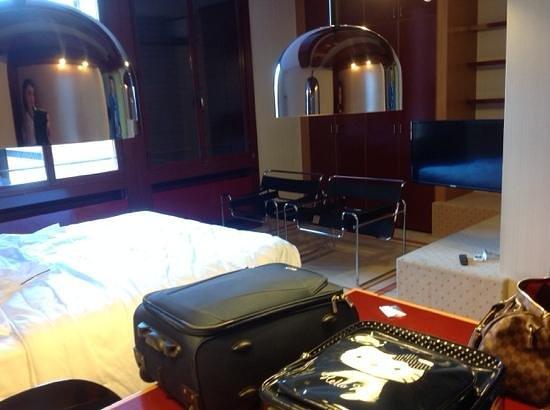 Excel Milano 3 Hotel e Residence: stanza davvero ampia