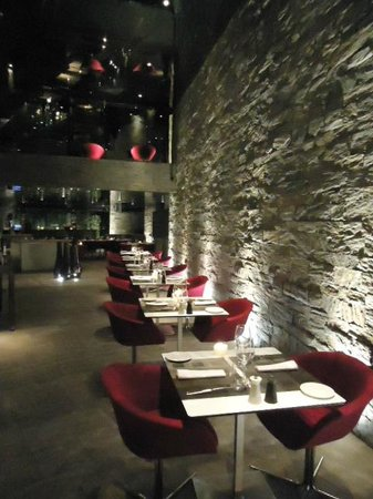 MB: Modern beautiful restaurant!