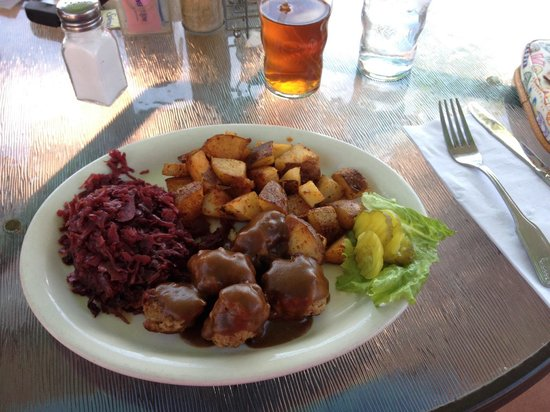 The Greenhouse Cafe : Swedish meatballs and red cabbage