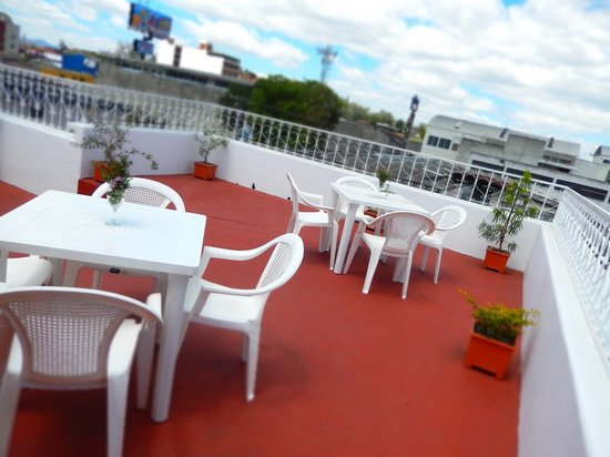 Casa Las Canchitas Bed and Breakfast: enjoy the sunshine and breeze on the rooftop terrace