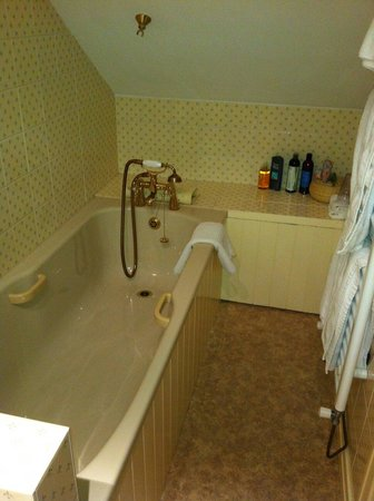 The Mulberry House: Bathroom