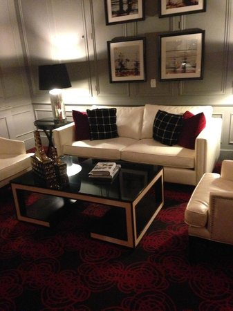 Ambassador Hotel Kansas City, Autograph Collection : Cozy corner