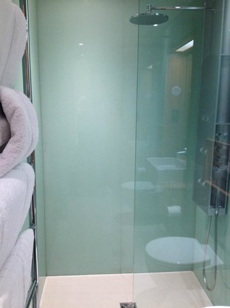 Hotel Megaro: Shower