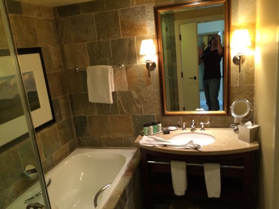 St Julien Hotel and Spa: Soaking Tub