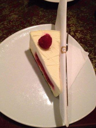 Café Sacher Wien: Rasberry cake
