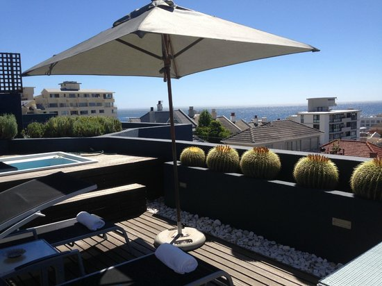O on Kloof Boutique Hotel & Spa: Balcony & hot tub