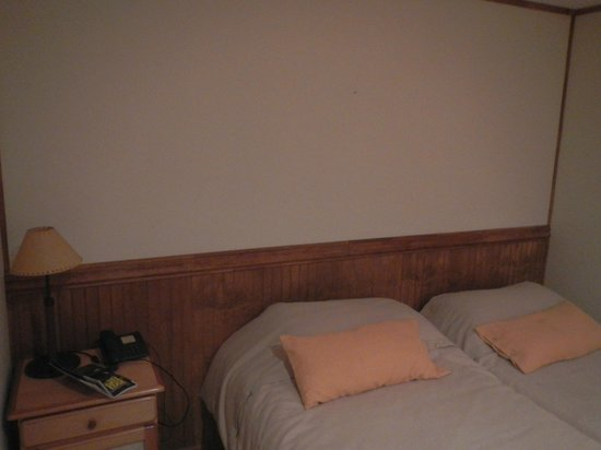 Las Torres Patagonia : Very basic bedroom.