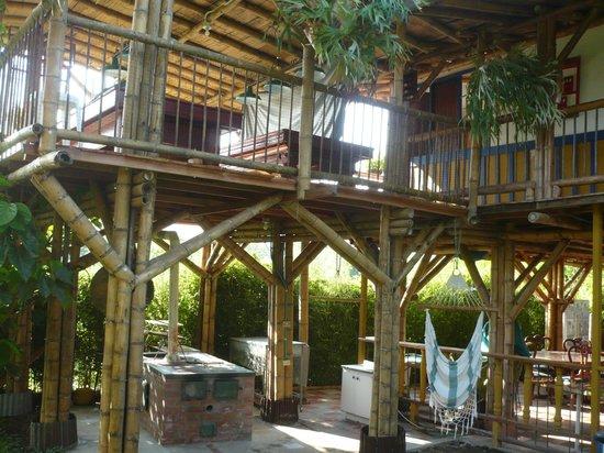 Foto de finca hotel villa lucia, armenia: cocina de leña con ...