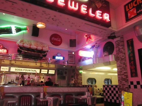 Corvette Diner: Soda fountain!