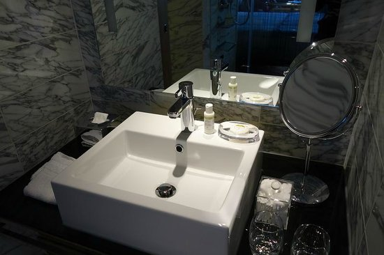 Belgraves, a Thompson Hotel: REN products in bathroom