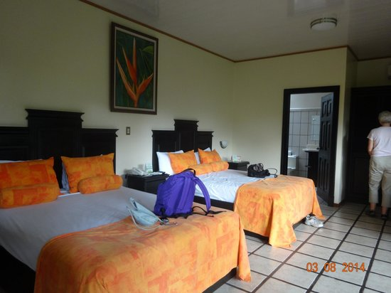 Arenal Manoa Hotel : spacious bedroos