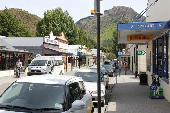 Arrowtown Village : View of the main street