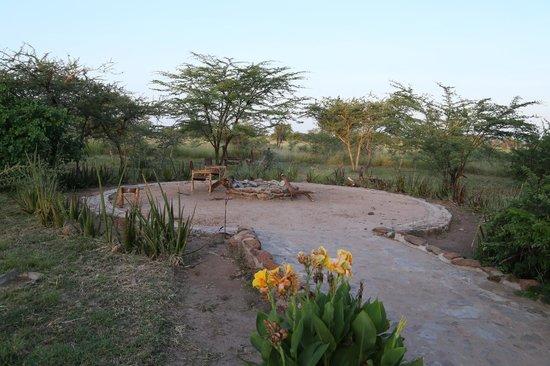 Robanda Safari Camp: Espace près de la reception