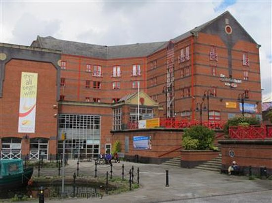 Castlefield Hotel: Hotel and canal