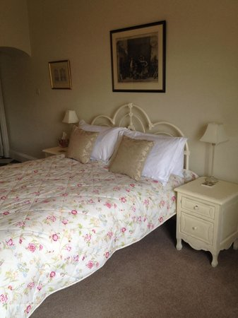 No3 at Settle: Comfortable bed (Room 1)