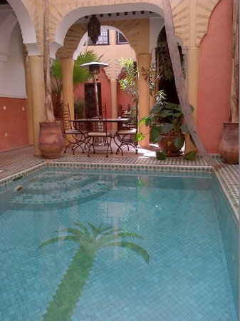 Riad Itrane : the pool / one of the breakfast areas