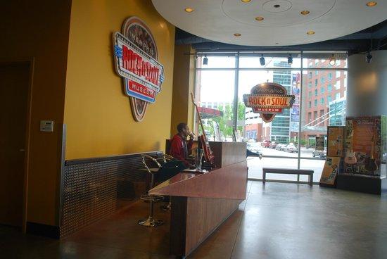 Memphis Rock 'n' Soul Museum: atrio ingresso