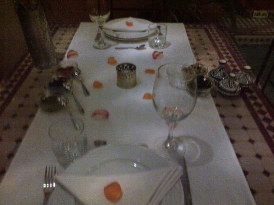 Riad Itrane : evening dinner setting