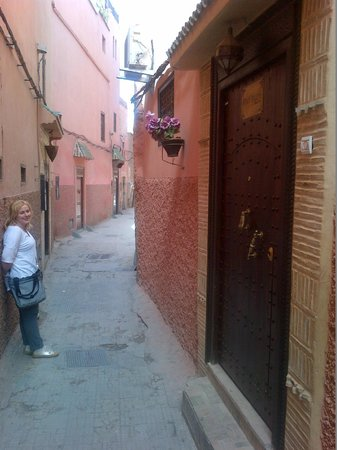 Riad Itrane : the quiet side street it's located on