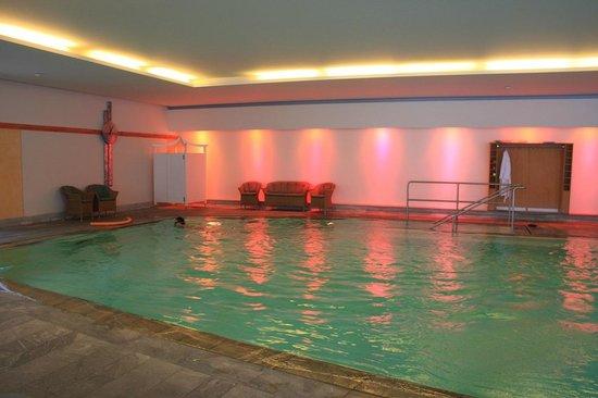 Hotel Ronacher: piscina interna con cromoterapia