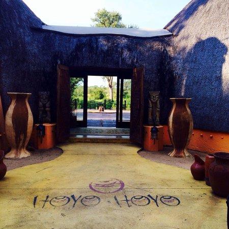 Hoyo-Hoyo Safari Lodge : Entrance