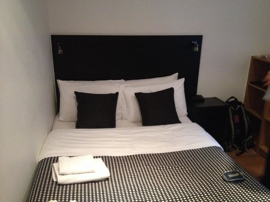 Studios2Let - North Gower: Bed
