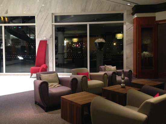 Crowne Plaza Amsterdam - Schiphol: Lobby seating area