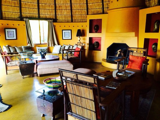 Hoyo-Hoyo Safari Lodge: Tsonga style