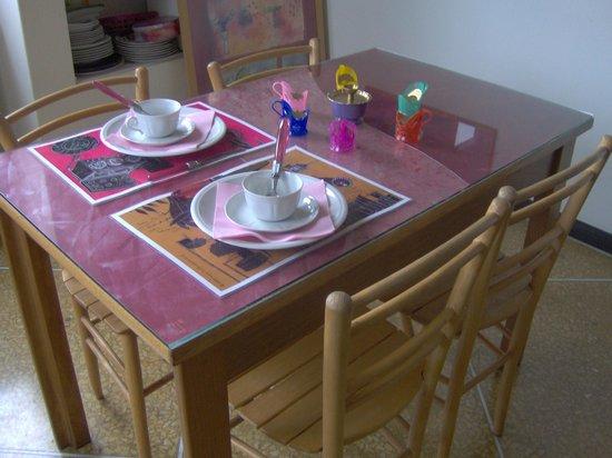 Tavolo Della Cucina.Tavolo Della Cucina Foto Di Art Bed And Breakfast Genova