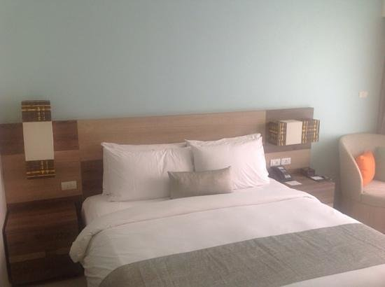 Holiday Inn Express Phuket Patong Beach Central: bed