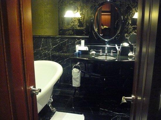 Hotel Muse Bangkok Langsuan - MGallery Collection: bathroom