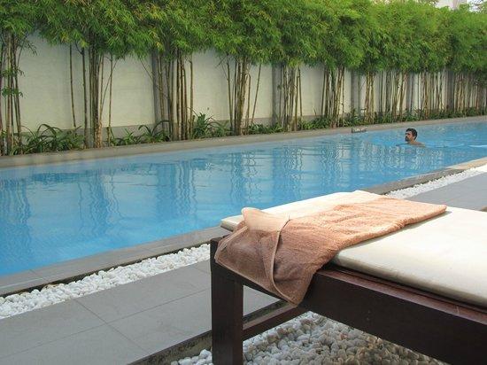 White Mansion : piscine