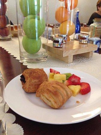 TownHouse 31: breakfast