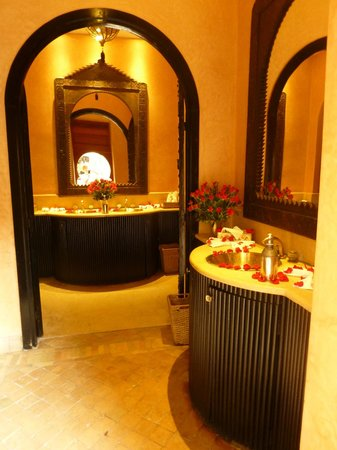 Les Jardins de La Koutoubia : the shared loo near the pool