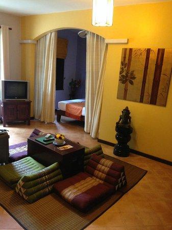 La Palmeraie d'Angkor : salon ds la chambre familiale