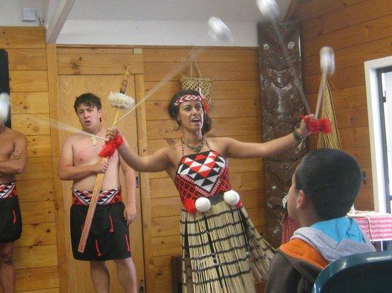 Whakarewarewa - The Living Maori Village: Maori Dance