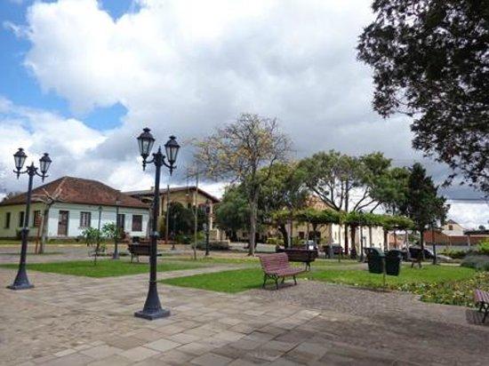 Praça em frente à Igreja Matriz - Monte Belo do Sul