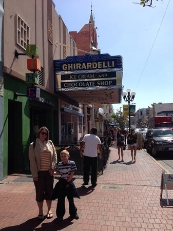 Ghirardelli Ice Cream & Chocolate Shop: Yum!