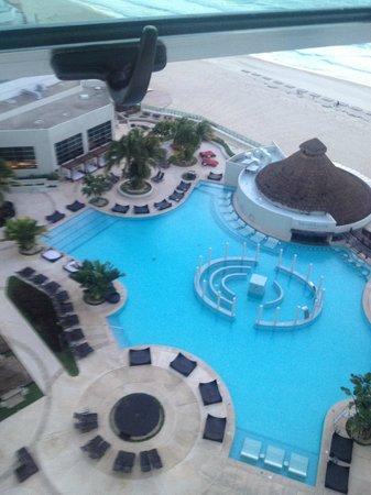 ME Cancun: Vista do quarto