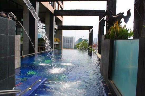 Siam@Siam Design Hotel Bangkok: The lovely infinity edge pool