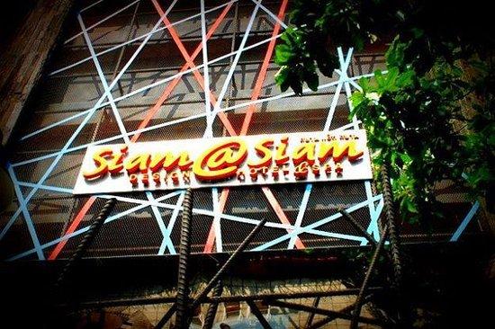 Siam@Siam Design Hotel Bangkok: Street signage