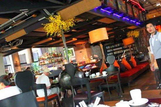 Siam@Siam Design Hotel Bangkok: Ground floor dining/bar