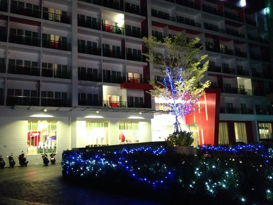 Sleep With Me Hotel: frontal view at night....